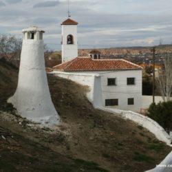 Španělsko - Guadix – město, kde polovina obyvatel žije v jeskyních
