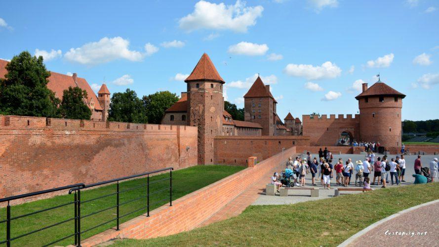 Křižácká pevnost Malbork je největší gotickou stavbou na světě