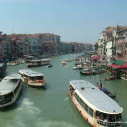 Itálie - Benátky a dopravní ruch gondol