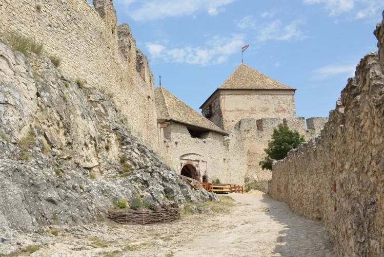 Maďarsko - navštivte nádherný hrad v Sümegu. Třeba při cestě k Balatonu