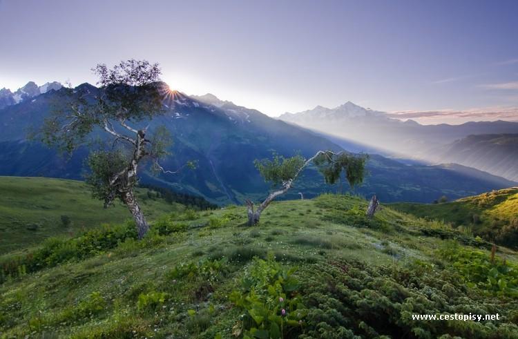 Svanetie – trek pod horou Ushba v bývalé kavkazské divočině