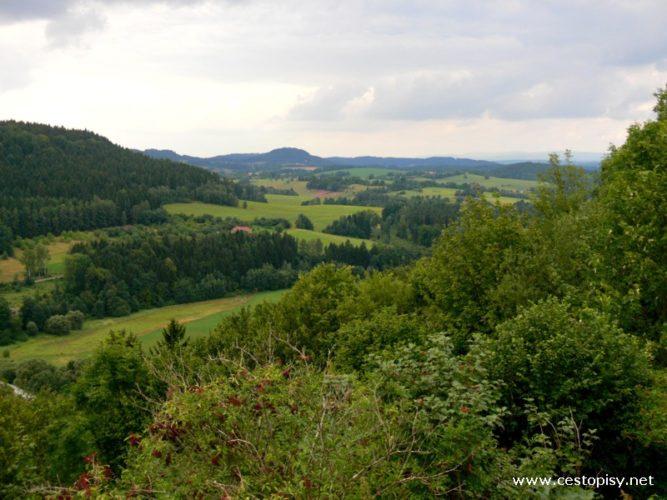 Zříceninu hradu Lanšperk můžete navštívit třeba i na kole