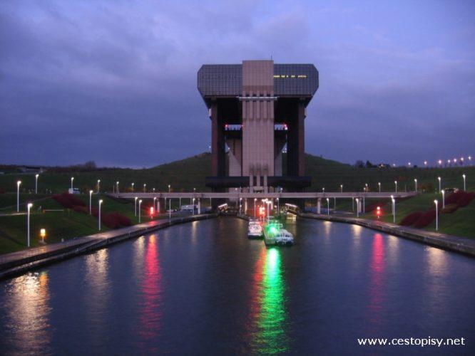 Belgie - Lodní výtah mezi městy Strépy a Thieu