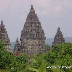 Prambanan - největší hinduistický chrámový komplex Indonésie