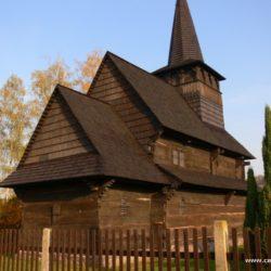 Dřevěné kostelíky a zvonice na Pardubicku