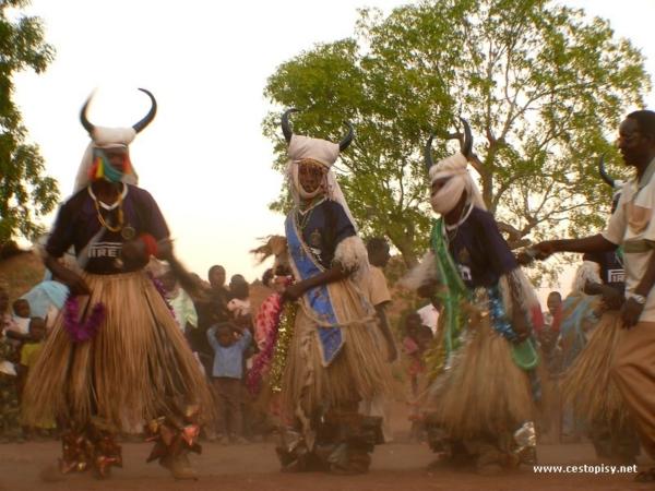 Tradicni tanec kambala