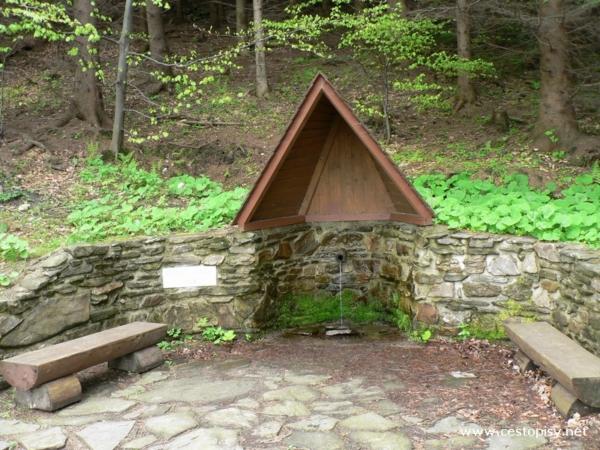 Karlův pramen pod chatou na Čertových kamenech